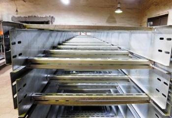 Лоток металлический лестничный